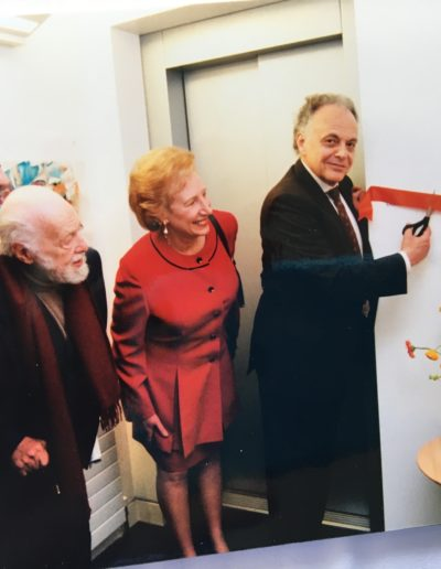 Lorin Maazel cuts the ribbon at Christopher Place where a floor was dedicated in thanks
